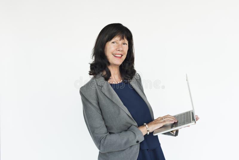 女实业家膝上型计算机技术运作的概念 免版税库存照片