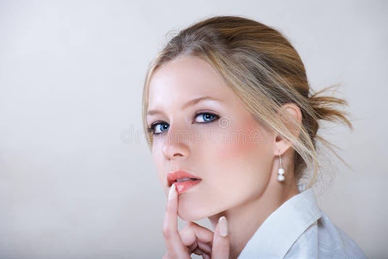 女实业家衬衣白色 免版税库存照片