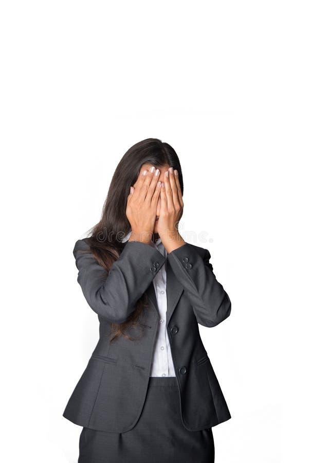 女实业家覆盖物注视她 库存照片