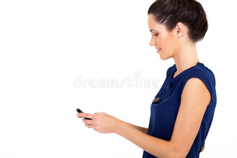 女实业家读取电子邮件 免版税库存照片