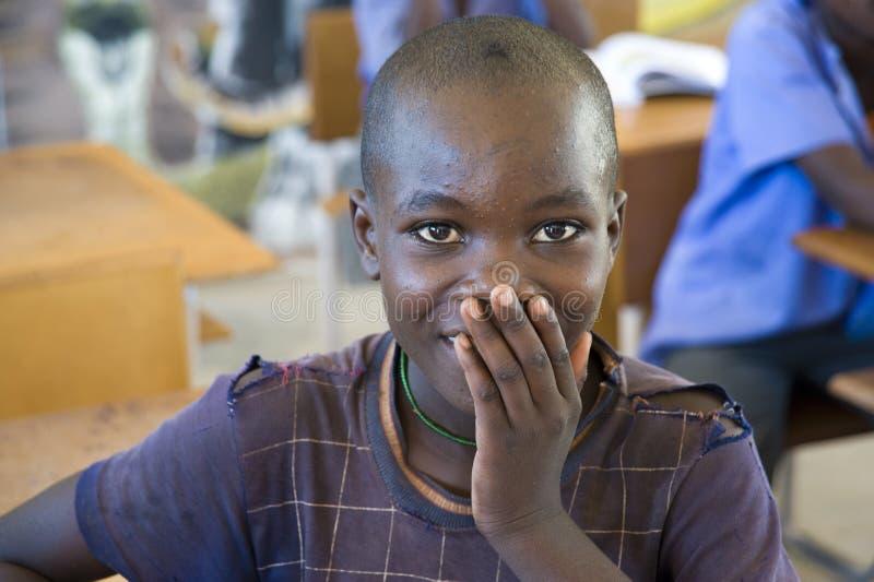 女小学生对被拍摄感到奇怪,纳米比亚