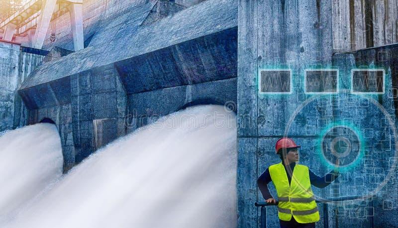 女工监测水力发电的涡轮 图库摄影