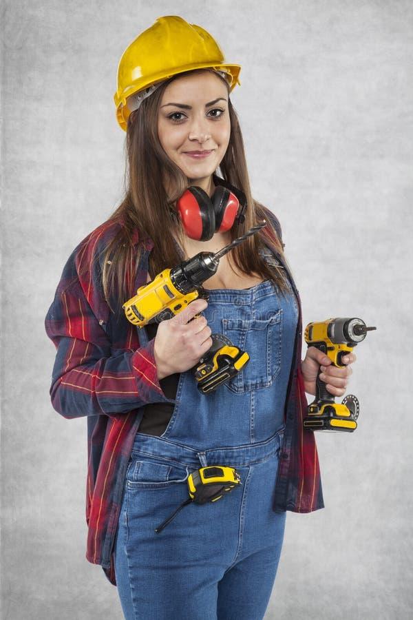 女工,准备好工作,微笑在她的面孔 免版税库存图片