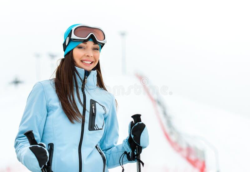 女性下坡滑雪者画象  库存照片