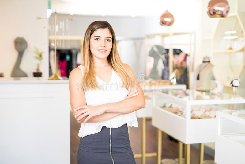 女性企业家在时尚商店 库存图片
