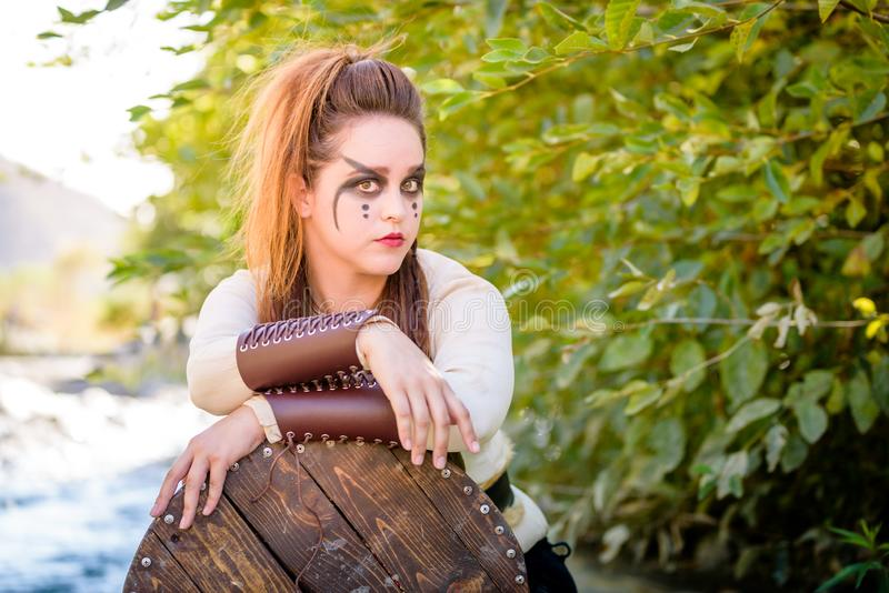 女性北欧海盗字符 免版税图库摄影
