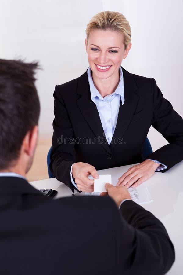 女性商业主管微笑 库存图片