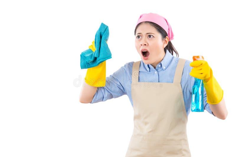 女性大扫除妇女震惊 库存图片