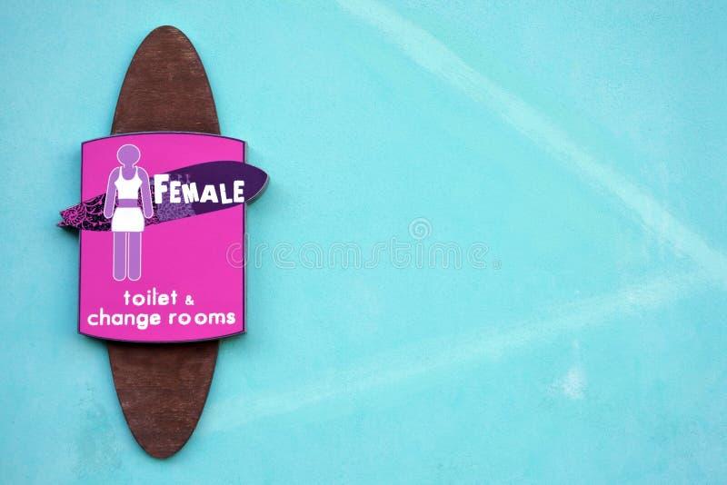 女性女性的洗手间标志 免版税库存照片