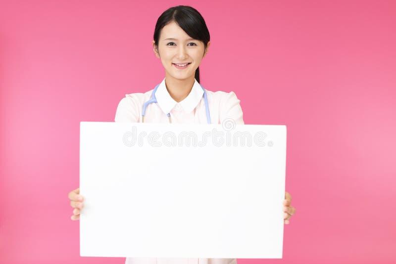 女性护士微笑 免版税库存图片