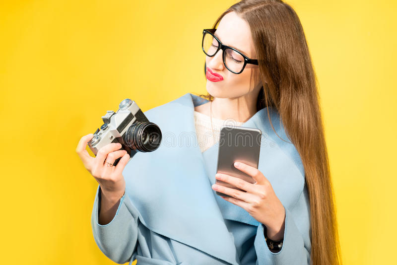女性摄影师的五颜六色的画象 免版税图库摄影