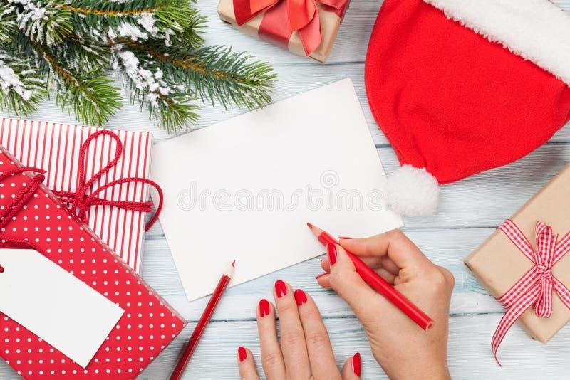 女性文字圣诞节贺卡和礼品包装材料 免版税库存照片
