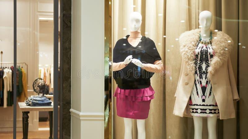 女性时尚商店前面 免版税库存图片
