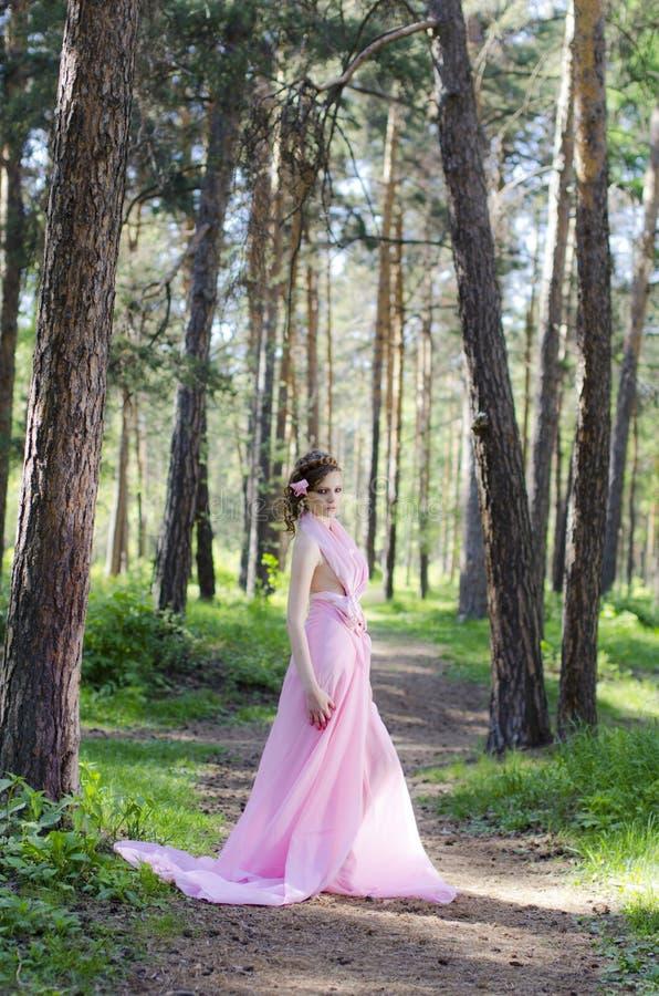 女性森林年轻人 免版税库存照片