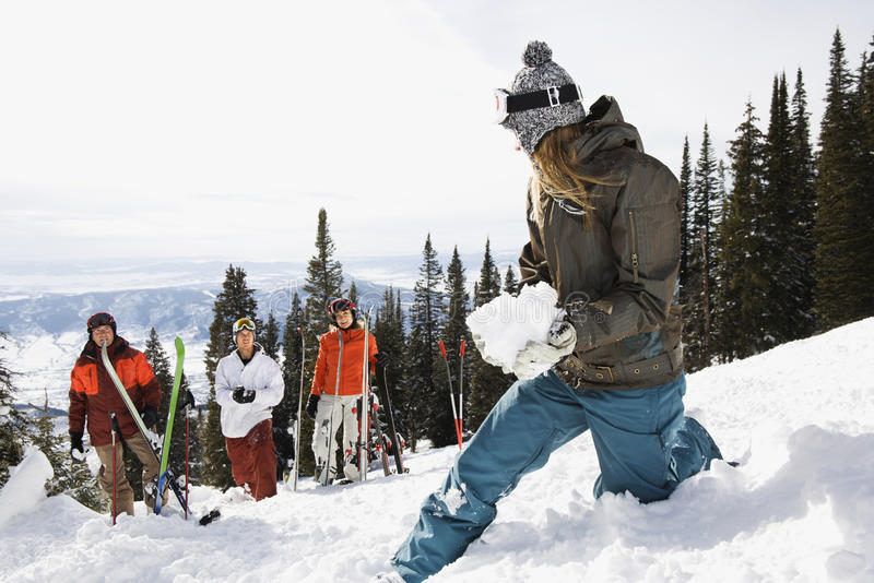 女性滑雪者雪球 免版税库存图片