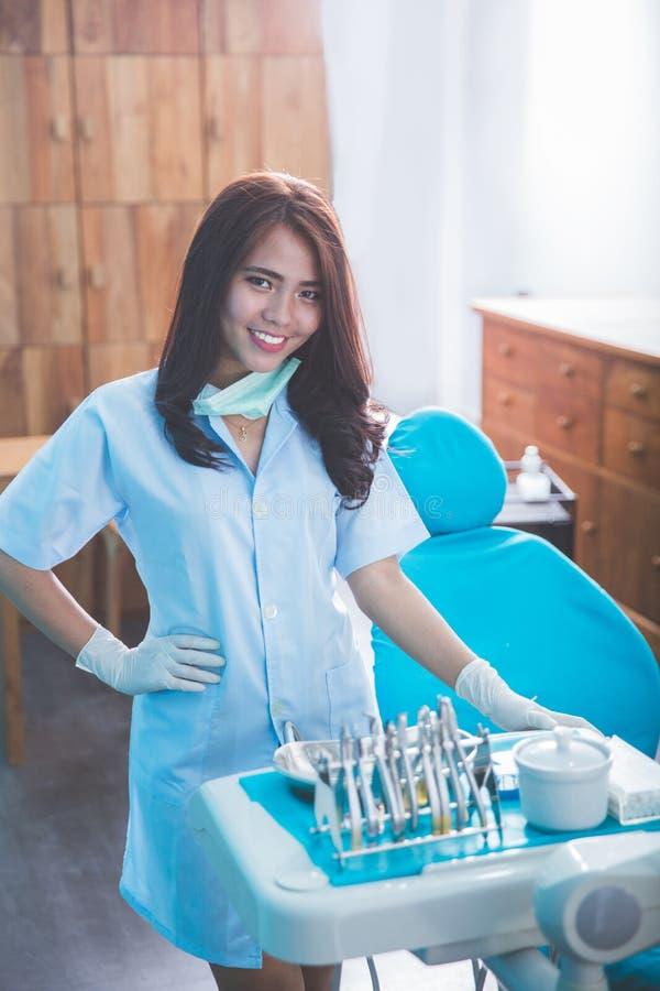 女性牙医微笑 库存照片