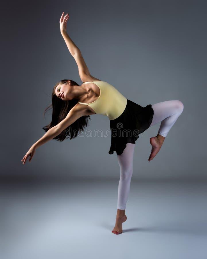 女性现代舞蹈家 库存图片
