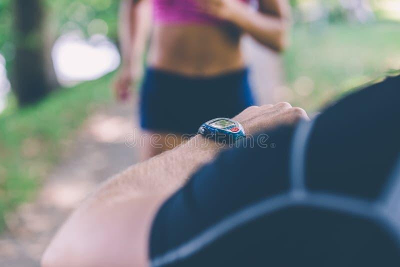 女性私有赛跑者规定期限培训人 选择聚焦 免版税库存图片