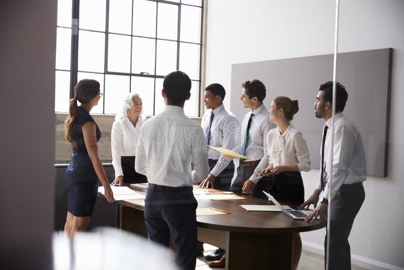 女性经理和事务在会议室合作身分 库存照片