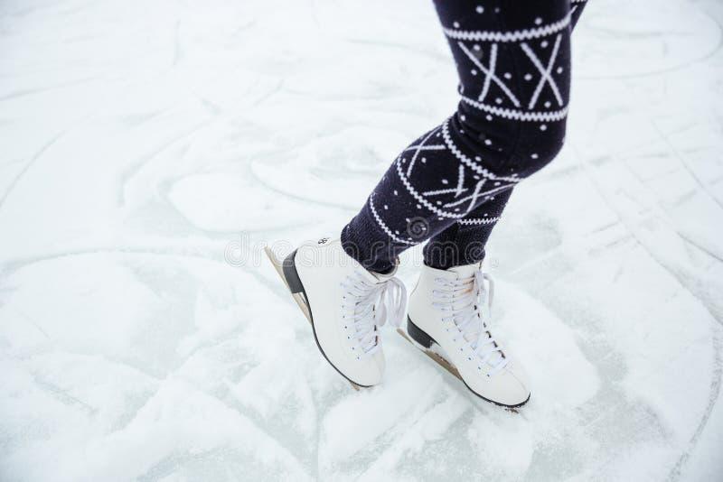 女性腿滑冰 库存图片
