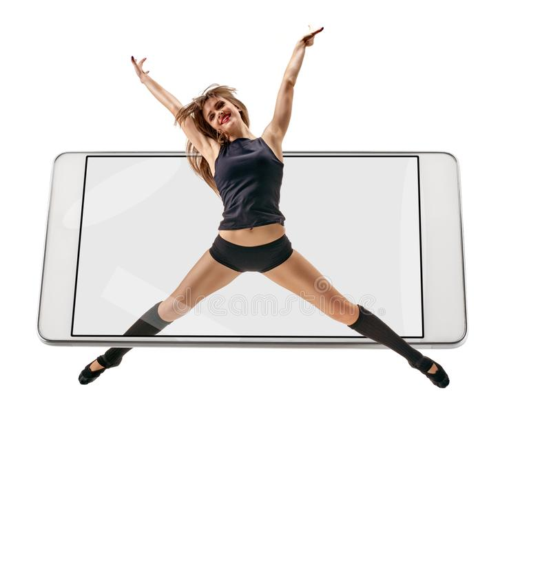 女性舞蹈家跳跃 免版税库存图片