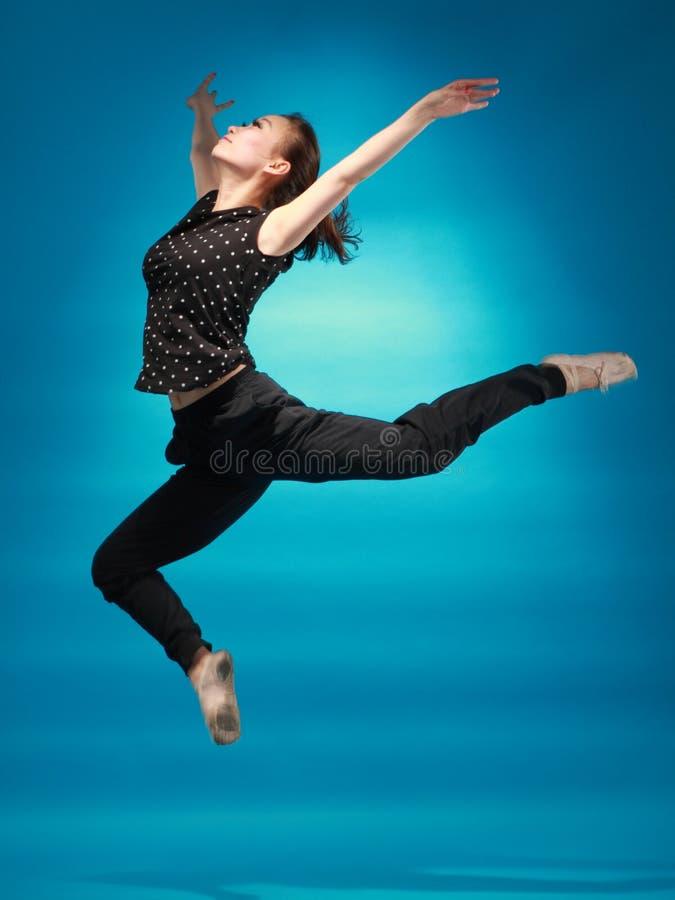 女性舞蹈演员 免版税图库摄影