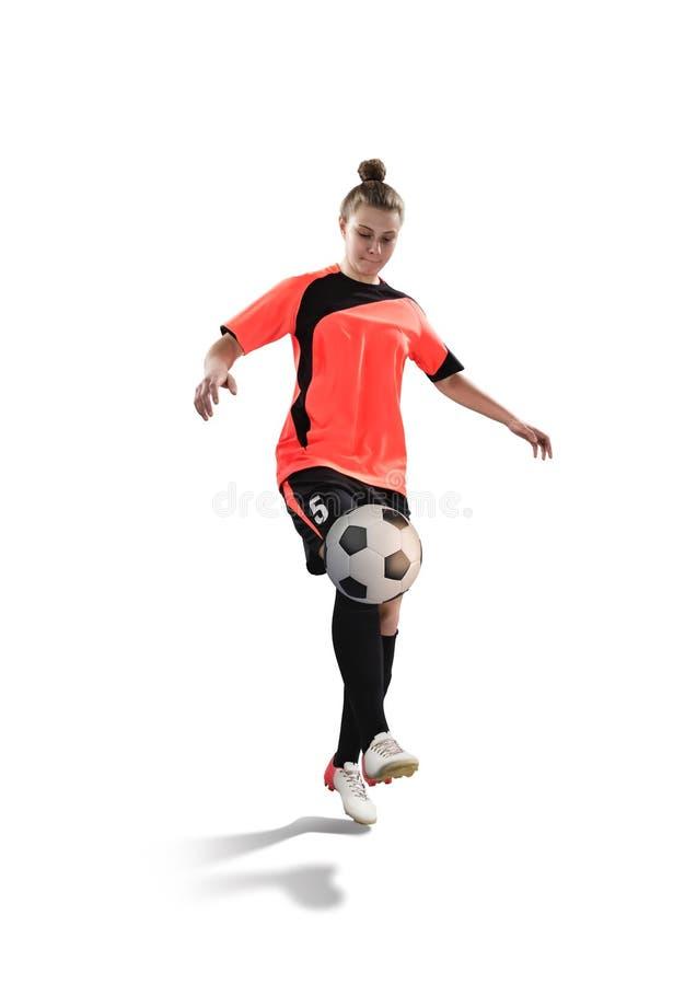 女性足球运动员玩杂耍与在白色隔绝的球 免版税库存照片