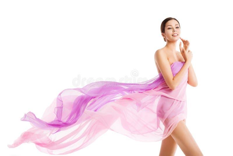 女性身体美,白色丝粉布漂亮美女健康护肤理念 免版税库存照片