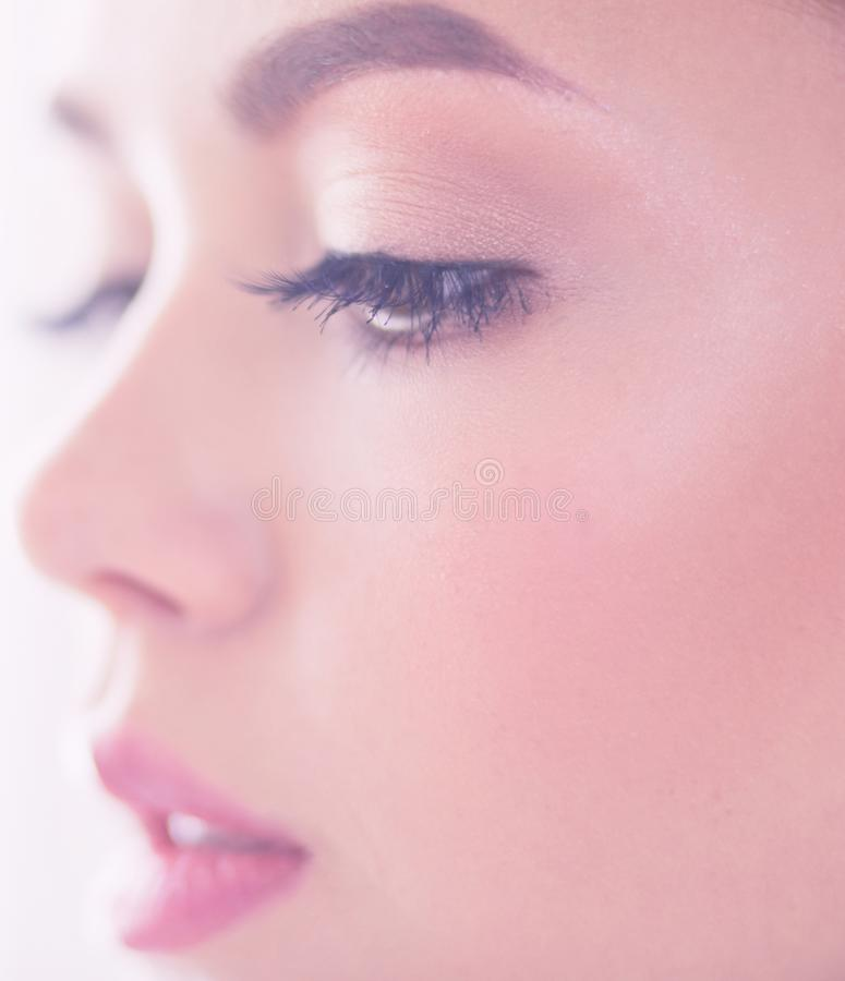 女性面孔秀丽画象与自然皮肤的 免版税库存图片