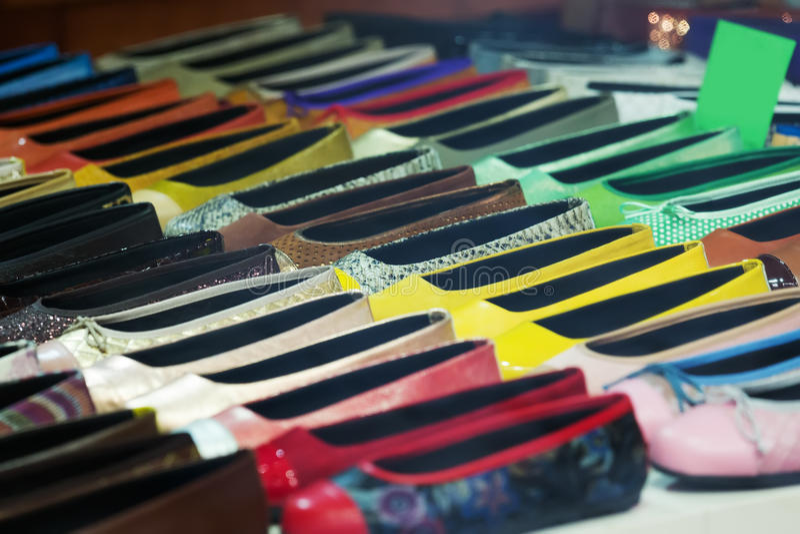 Download 女性鞋子在商店 库存照片. 图片 包括有 市场, 呼吁, 短剑, 许多, 女性, 收集, 户内, 凉鞋, 商务 - 59101870