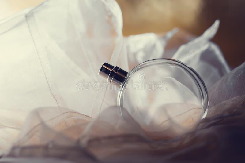 女性香水瓶 免版税库存图片