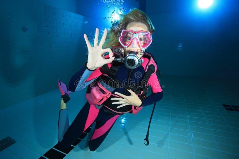 女性轻潜水员 免版税库存照片