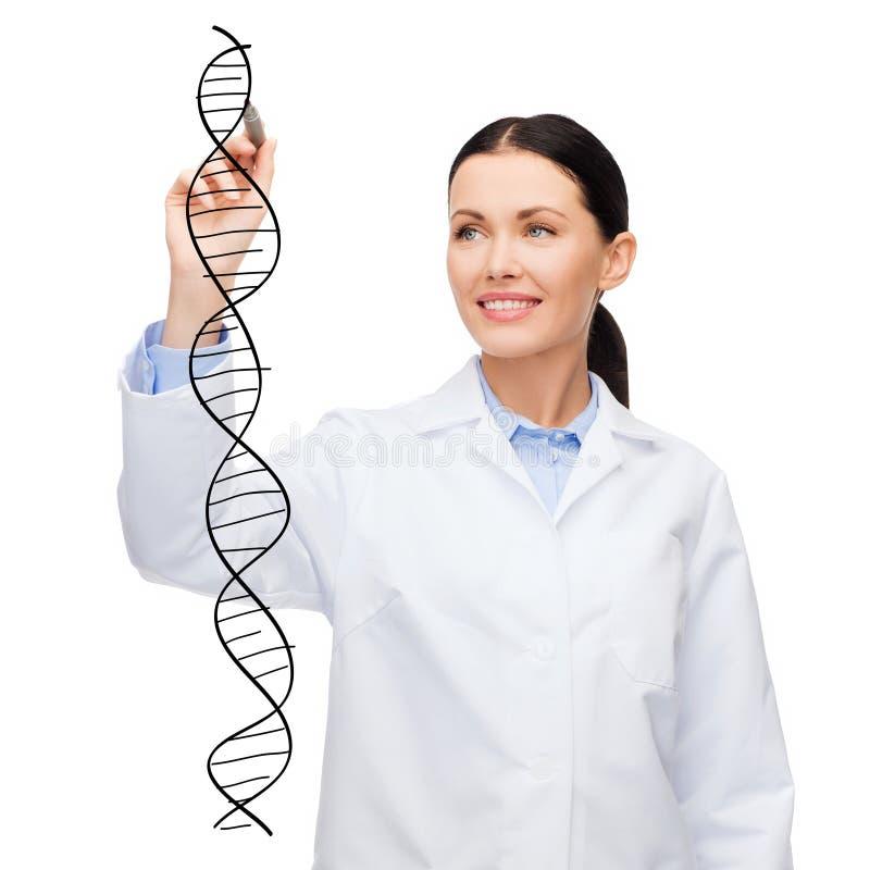 女性医生在天空中的画脱氧核糖核酸分子 免版税库存图片