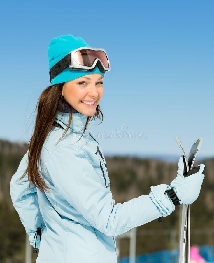 女性滑雪者半身画象有滑雪的在手上 图库摄影