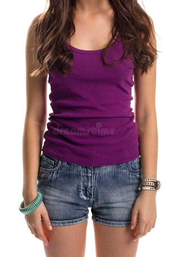 女服紫色无袖衫 免版税库存照片