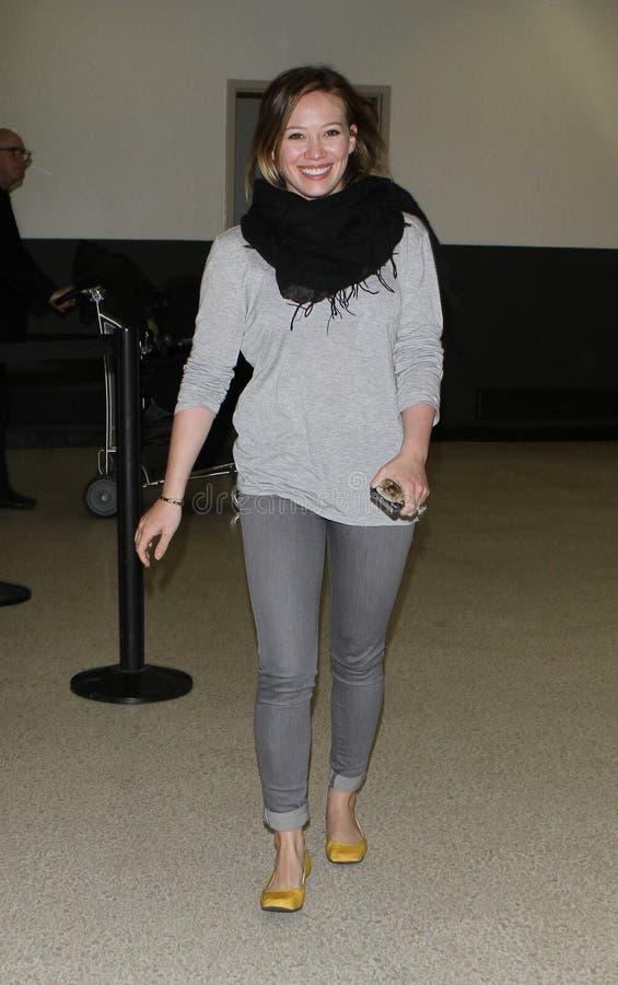 女演员机场未击中的希拉里松驰被看&# 库存照片