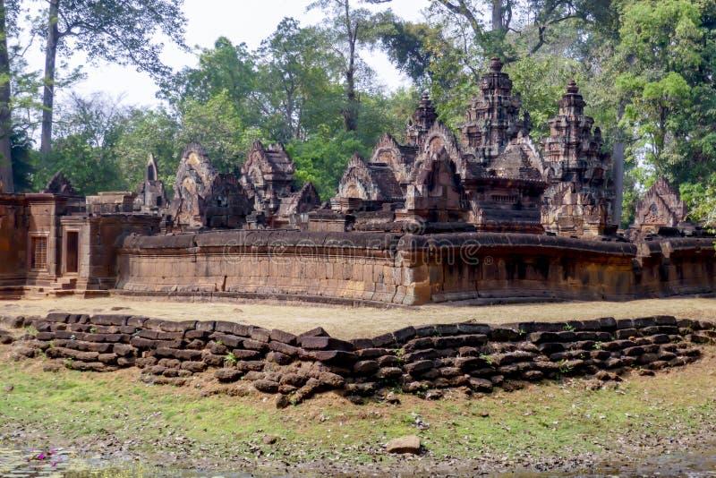女王宫寺庙,暹粒市,柬埔寨外部  免版税图库摄影