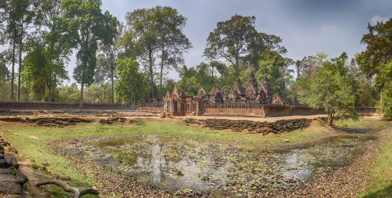 女王宫,暹粒市,柬埔寨外部全景  图库摄影