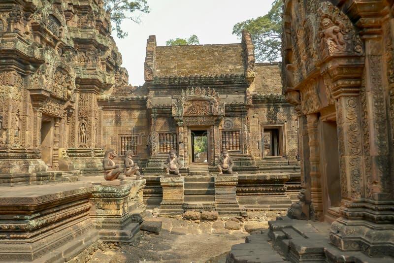 女王宫,暹粒市,柬埔寨外部的庭院  库存图片