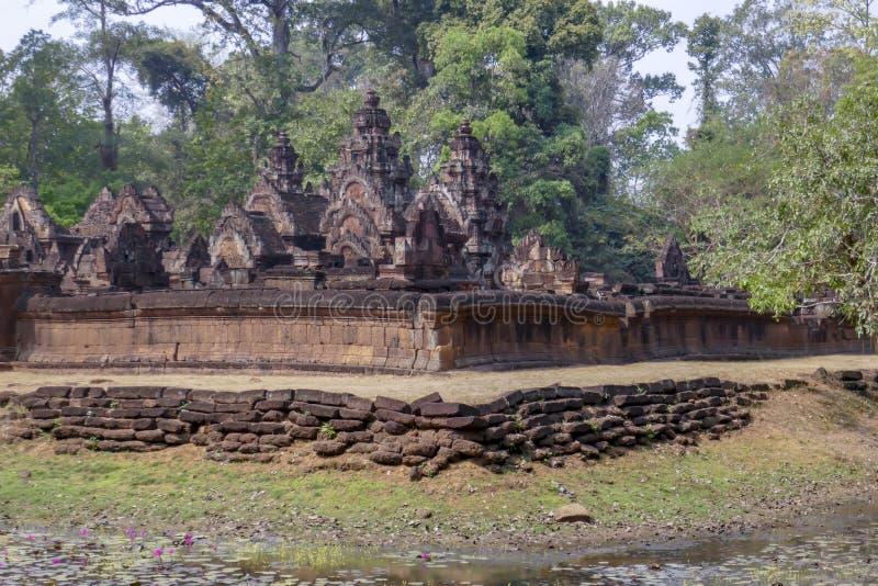 女王宫,暹粒市,柬埔寨外部  免版税库存照片