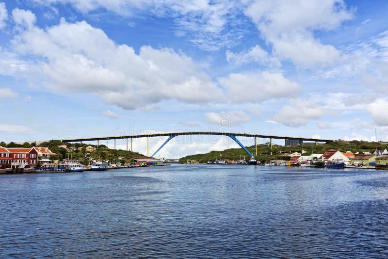 女王朱莉安娜桥梁,威廉斯塔德,库拉索岛 免版税库存图片