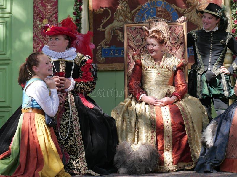女王/王后和她的随员 免版税库存图片