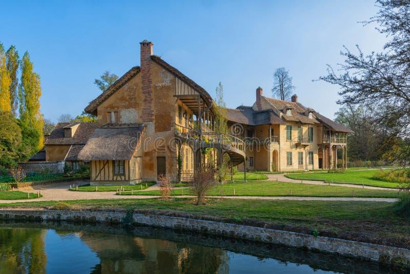 女王/王后的房子在小村庄的中心在公园三 库存照片