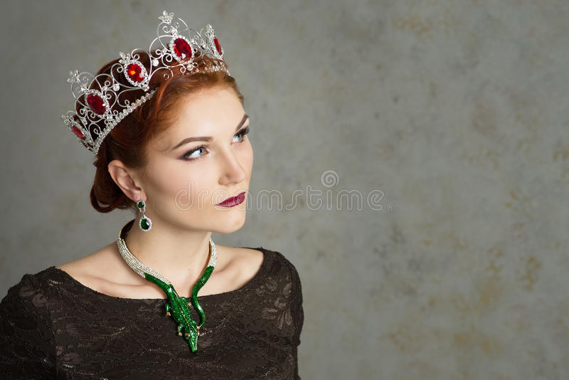 女王/王后,有冠的皇族人 时尚,端庄的妇女 免版税库存图片