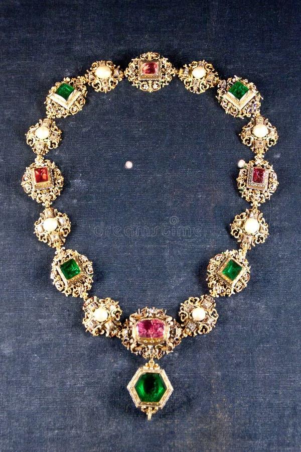 女王/王后` s在皇家Residenz财宝的项链珠宝,慕尼黑,德国 图库摄影