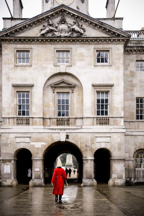 女王/王后` s骑马卫兵的成员在骑马卫兵游行伦敦的 免版税库存照片