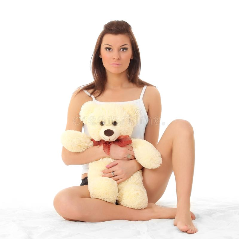 女用贴身内衣裤的女孩有玩具熊的 免版税库存图片