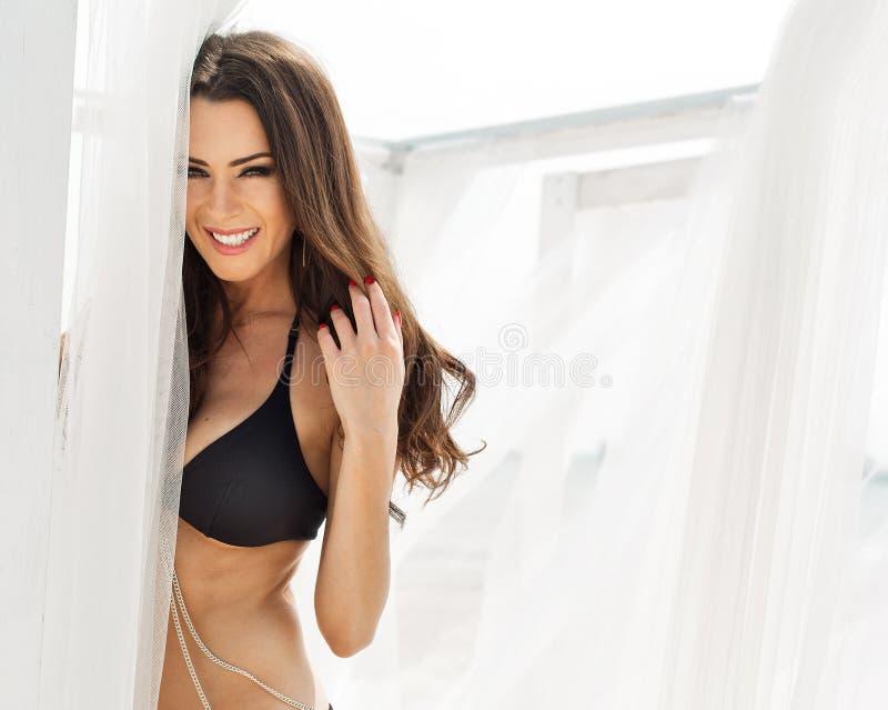 女用贴身内衣裤的妇女 免版税库存照片