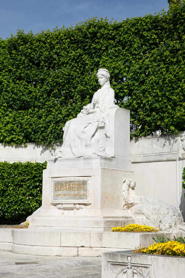 女皇伊丽莎白雕象Volksgarten的大约 维也纳 免版税库存照片