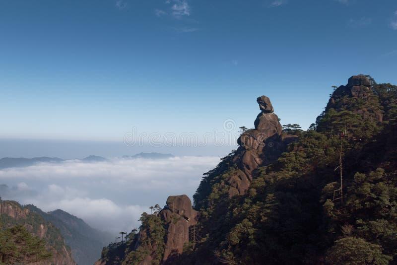 女神峰顶登上三清山 免版税库存照片